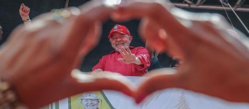Lula afirma que vai concorrer a Presidência da República em aval da Justiça.