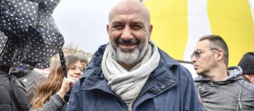 Sostenere Pirozzi o affidarsi a Gasparri, il dilemma di Berlusconi ... - lastampa.it