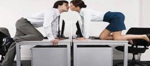 Te atreverías a confesar tu romance en la oficina.
