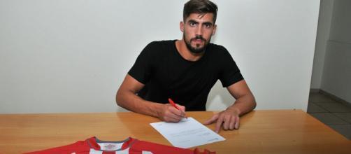 Zagueiro já assinou com novo clube