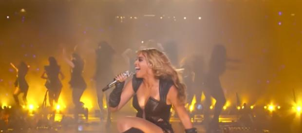 Beyonce at the Super Bowl [Image via TheVideoSelection/YouTube