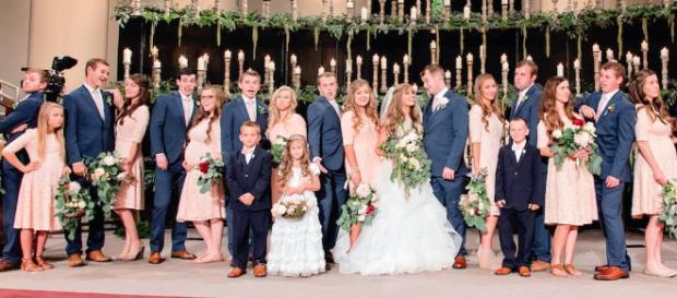 It was a teenage wedding, Duggar Family style. - [TLC / YouTube screencap]