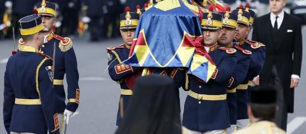 Miles de rumanos y reyes europeos despiden al rey Miguel I ... - televisa.com