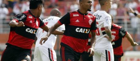 Flamengo gana 1 por 0 al Sao Paulo y se lleva la Copa