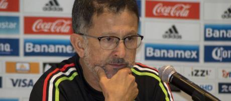Juan Carlos Osorio no podría contar con Henry Martín para el encuentro contra Bosnia.