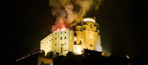 In fiamme il tetto dell'abbazia di San Michele ( Foto: web )