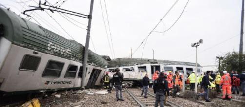 Milano, treno deraglia, 5 morti