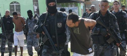 Polícia Civil realiza operação na favela