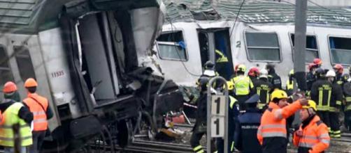 Treno deragliato, tre morti e decine di feriti: le possibili cause