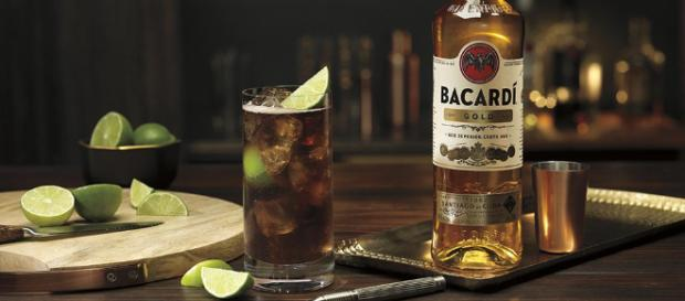 """BACARDI on Twitter: """"With the BACARDI Cuba Libre the night doesn't ... - twitter.com"""