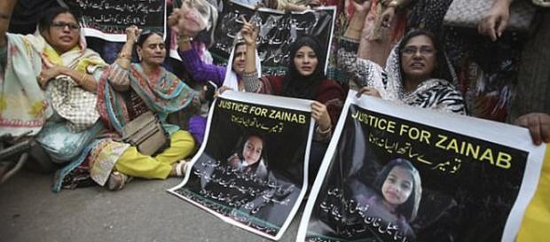 EXECUȚIA PUBLICĂ! Asta cer pakistanezii pentru pedofilii care violează și ucid copiii - Foto: Daily Mail UK (© AP)
