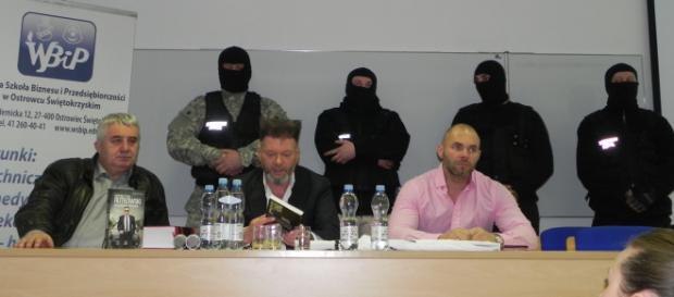 Od lewej: Dariusz Loranty, Krzysztof Rutkowski i jego współpracownicy (fot. Krzysztof Krzak)