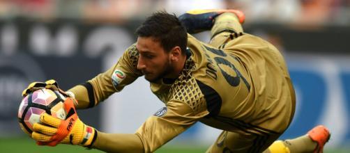 Donnarumma podría irse del Milán si no mejoran su contrato.