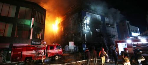En Corea del Sur gran incendio en un edificio público deja muchos heridos