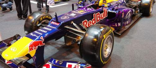Image from https://commons.wikimedia.org/wiki/File:Red_Bull_Renault_Formula_1_Car_(24174626929).jpg