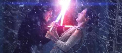 Los fans tienen teorías sobre la conexión de 'Kylo Ren' y 'Rey'.
