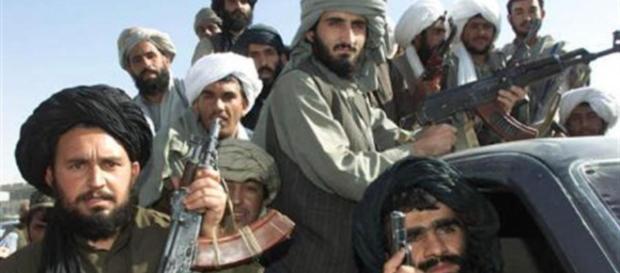 Guerriglieri armati in Afghanistan