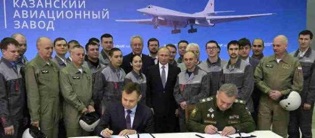 Președintele Vladimir Putin a asistat la semnarea contractului pentru 10 bombardiere nucleare TU-160M - Foto: http://ryb.ru
