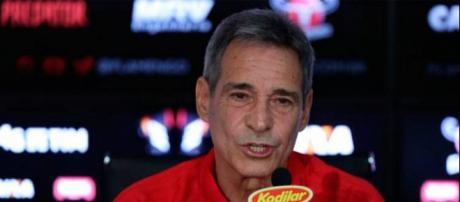 O técnico do Flamengo, Carpegiani, continua apostando nos jovens da base