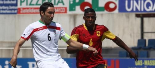 A destra il centrocampista angolano Adao