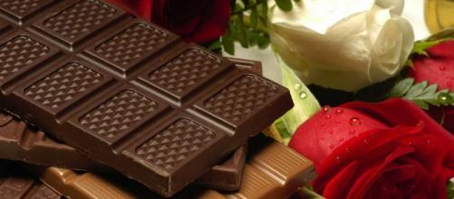 Dark chocolate is a healthier choice for Valentine's Day. (Image via Skeeze Pixabay).