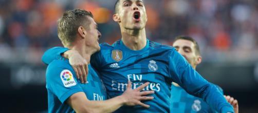 El Madrid golea al Valencia, y se coloca tercero en La Liga.