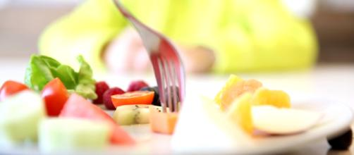 Fresh fruits and vegetables can help boost the immune system. [image source: Arcadius Kul/YouTube screenshot ]