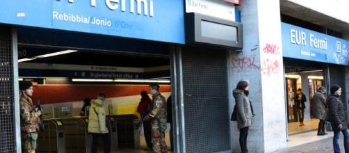 Roma, dramma sulla metro B: spinta una peruviana.