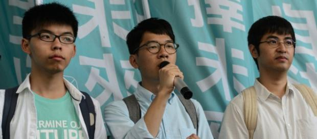 Joshua Wong, Nathan Law y Alex Chow, miembros del movimiento Umbrella.
