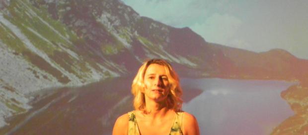 Justyna Chojnacka w spektaklu 'Góry' w reżyserii Elżbiety Baran (fot. Krzysztof Krzak)