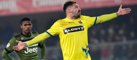 Cacciatore imita il gesto delle manette durante Chievo-Juve, rischia pesante squalifica - copyrights: Getty Images