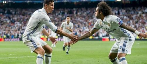 Cristiano Ronaldo y Marcelo teniendo comportamientos inapropiados