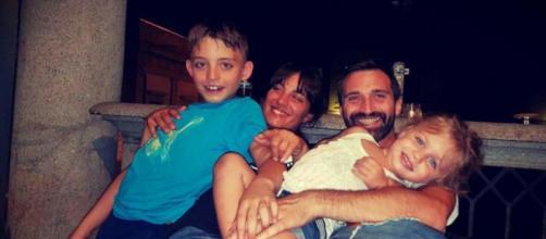 Fabio, Marina e i due figli durante il loro viaggio in giro per il mondo.