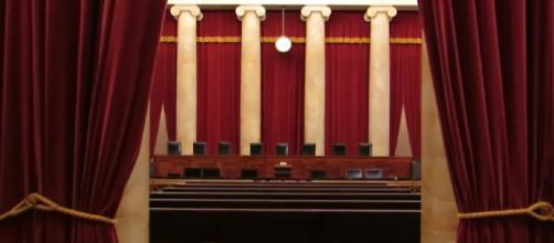 Inside The Supreme Court of the United States. [image source: JBFan/YouTube screenshot]