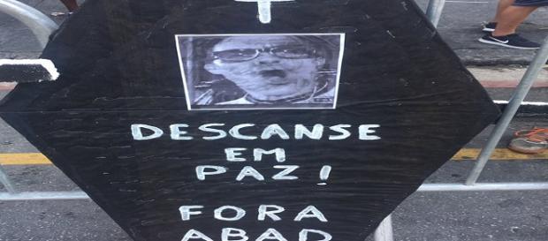 Torcida do Fluminense quer saída de presidente Pedro Abad (Foto: Explosão Tricolor)