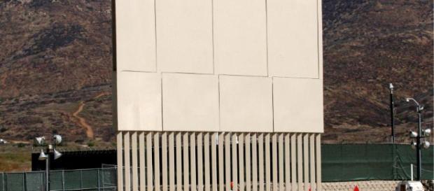 Un muro fronterizo alto como los prototipos construidos. - univision.com