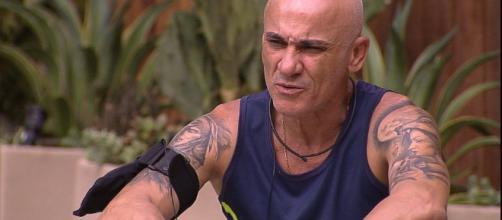 Desiludido, Ayrton está deslocado no ''Big Brother Brasil''