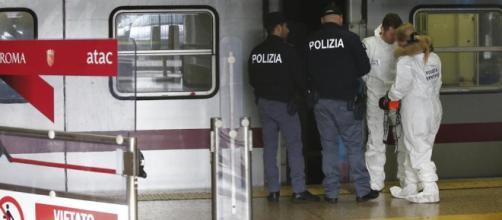 Donna viene spinta sotto la metro a Roma, pubblicato il video