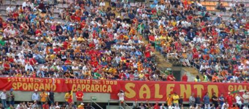 I tifosi del Lecce al Via del mare.