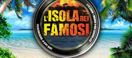 Isola dei famosi tra momenti hot, e la parodia per Rocco Siffredi ... - bassairpinia.it