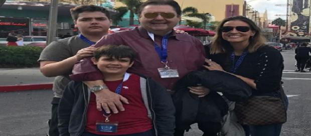 Faustão ao lado da esposa, Luciana Cardoso, e dos filhos, João Guilherme e Rodrigo