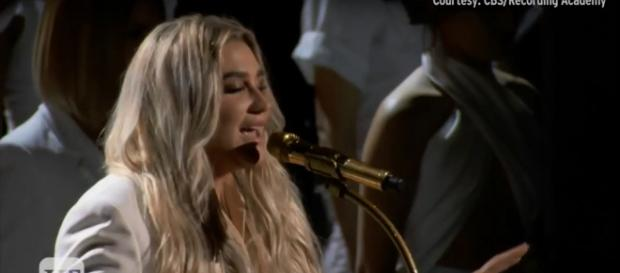 Kesha was among the ladies in white who were emblems of strength and unity at the 2018 Grammy Awards. Image cap Entertainment Tonight/YouTube
