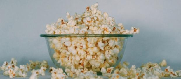 Microwave Popcorn - Photo by Georgia Vagim on Unsplash