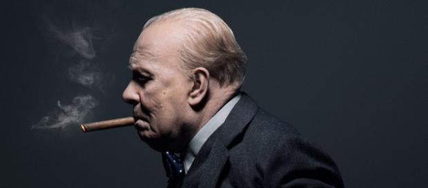 Recensione L'Ora Più Buia: il meraviglioso ritratto di Winston ... - leganerd.com