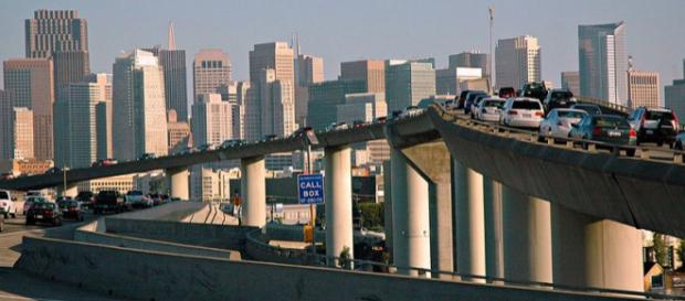 Traffic in downtown San Francisco Freeway, California. - [Image credit – Wonderlane / Wikimedia Commons)