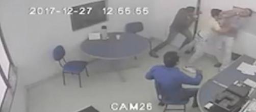 Diretor de hospital é atacado por médico e outros