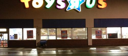 Toys R Us - Image credit -Mike Kalasnik from Fort Mill, USA \ Wikimedia