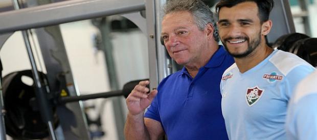 Abel e Henrique Dourado na reapresentação do Fluminense (Foto: Lucas Merçon/Site Oficial do Fluminense FC)
