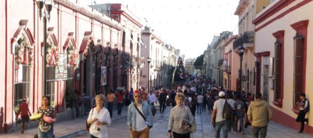 El paso Macedonio Alcalá, en Oaxaca completamente peatonal.
