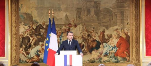 Emmanuel Macron annonce une loi pour lutter contre les fake news - rtl.fr